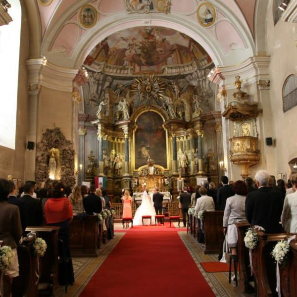 templomi ceremónia