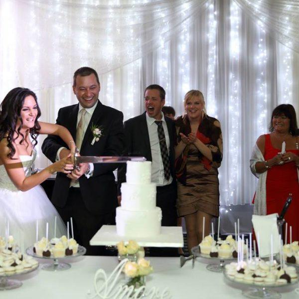 esküvői torta és desszert asztal